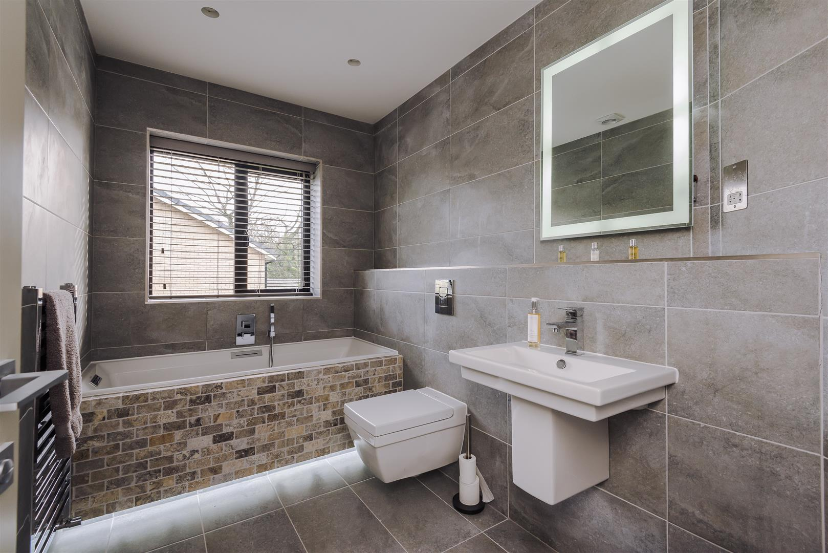 4 bedroom detached house For Sale in Bolton - DSC_9259.jpg.